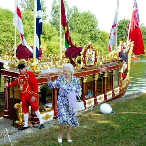 HM Elisabeth II visiting Gloriana Rowbarge