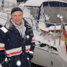 Holger Peterson vor seiner aktuellen Yacht Furchur © Holger Peterson