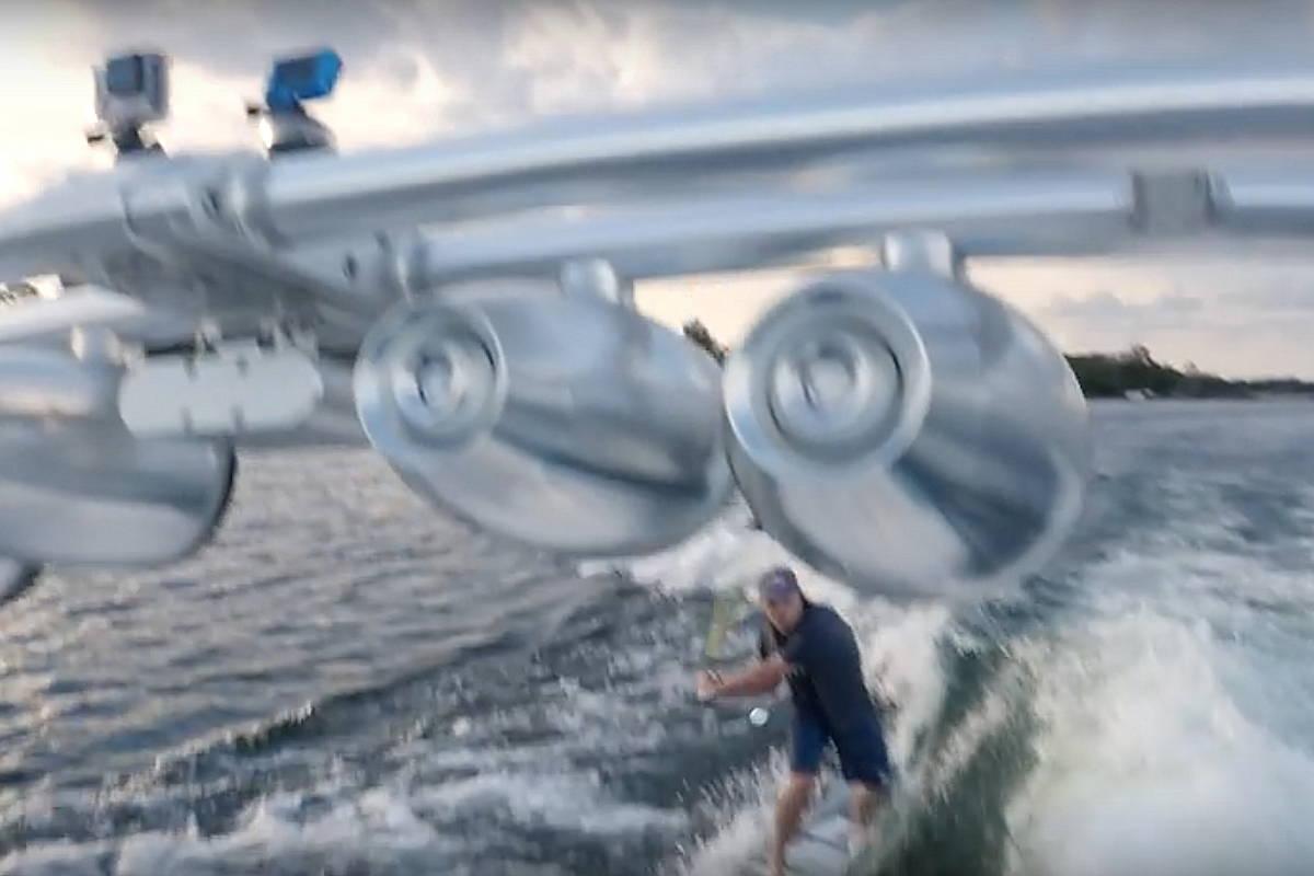 Wakesurfer Steel Lafferty beim Trickgolf