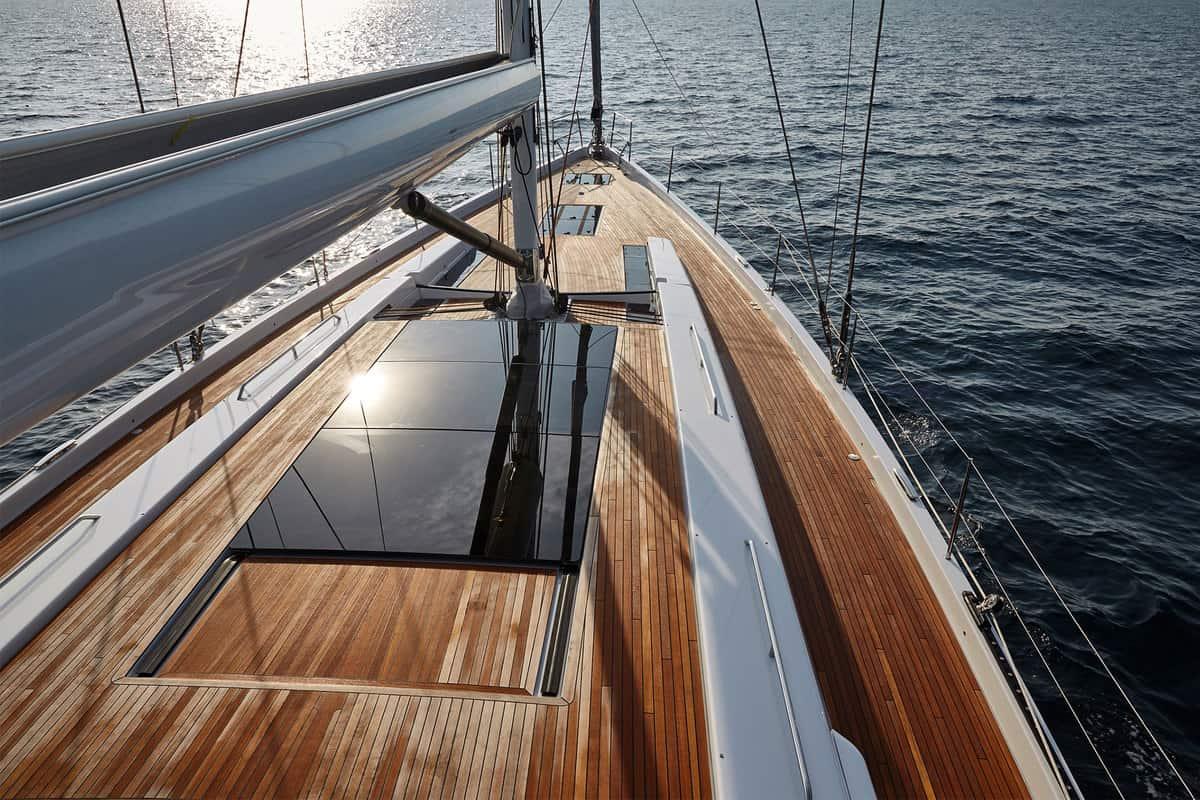 Hanse 675: Glas auf dem Deck