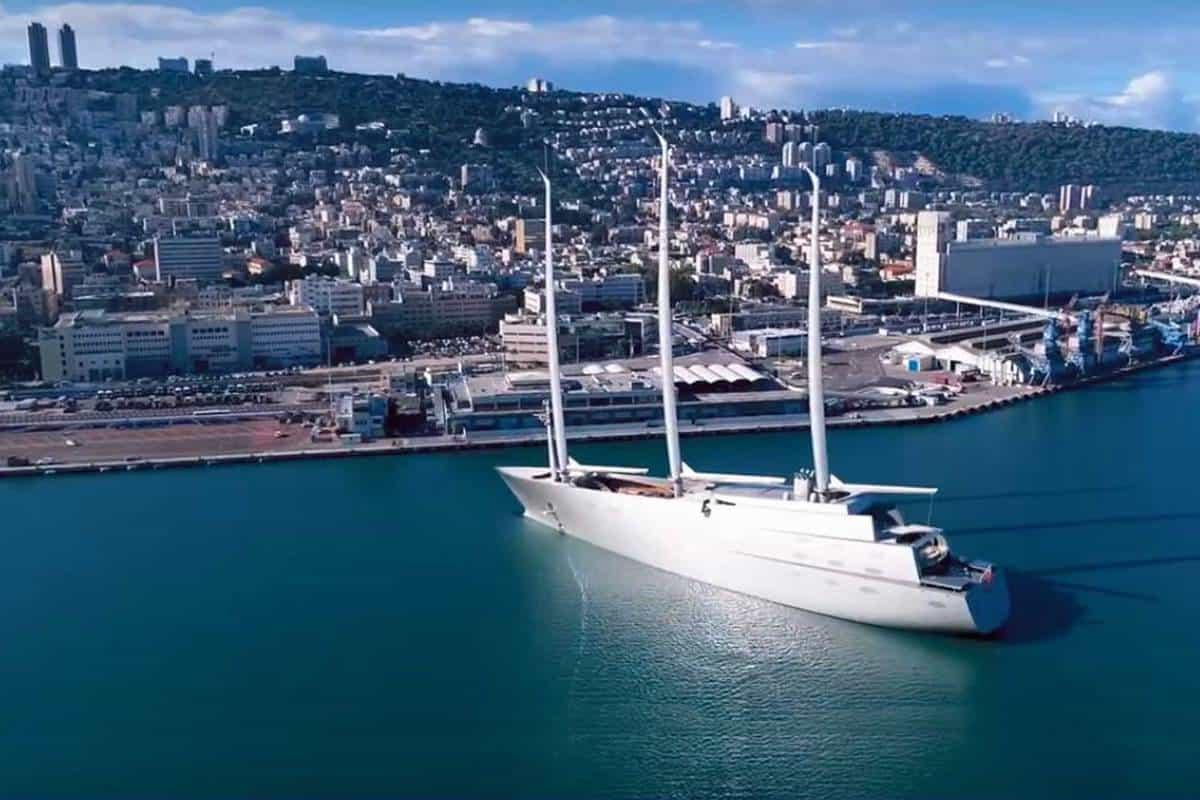 "Segelyacht ""A"" in Haifa"