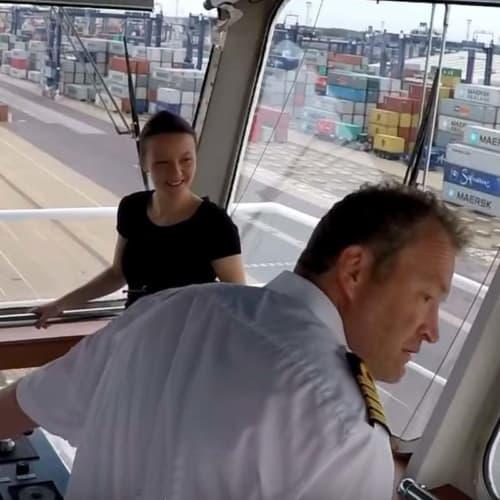 Einparken bei 300 m Bootslänge © Shipping TV / Youtube