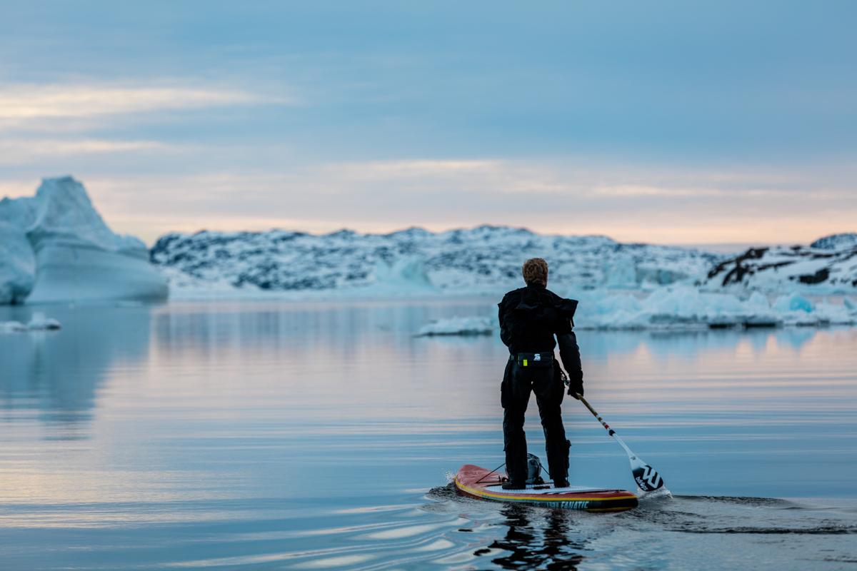 Michael Walther paddelt zur Eisgrenze