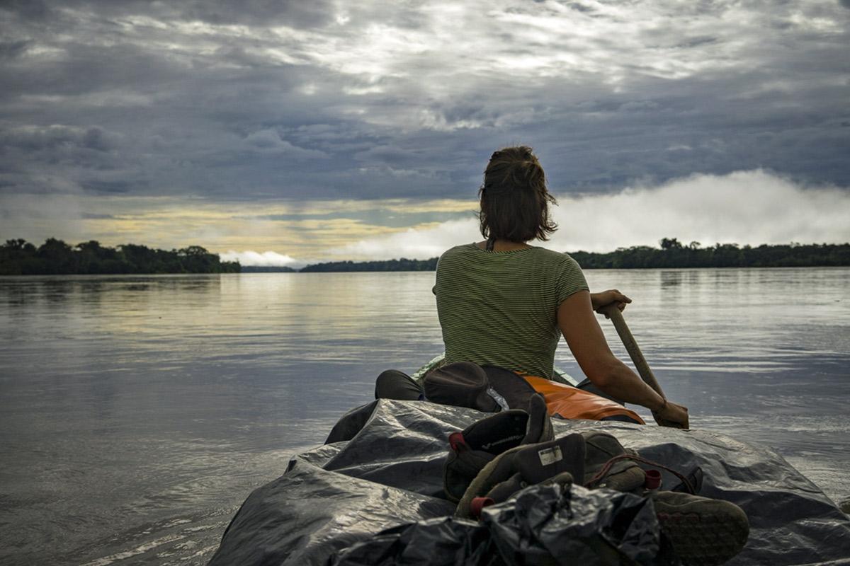 Im Kanu auf dem Amazonas © Lisa and Julia Hermes