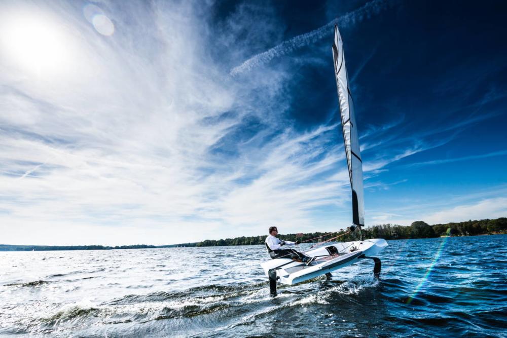 Fliegen statt Segeln – The Foiling Dinghy hebt ab. © Sören Hese