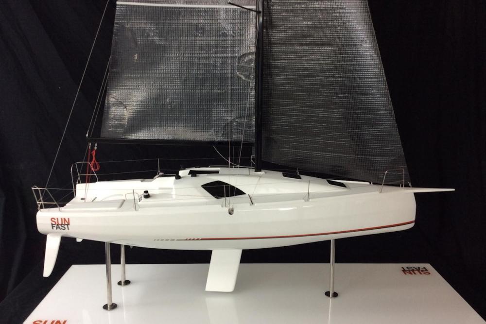 Sun Fast 3300 als Modell auf der Paris Boat Show © Jeanneau