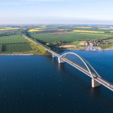 Fehmarnsundbrücke und Hafen Fehmarnsund, Fehmarn © Michael Majewski / Tourismus Service Fehmarn