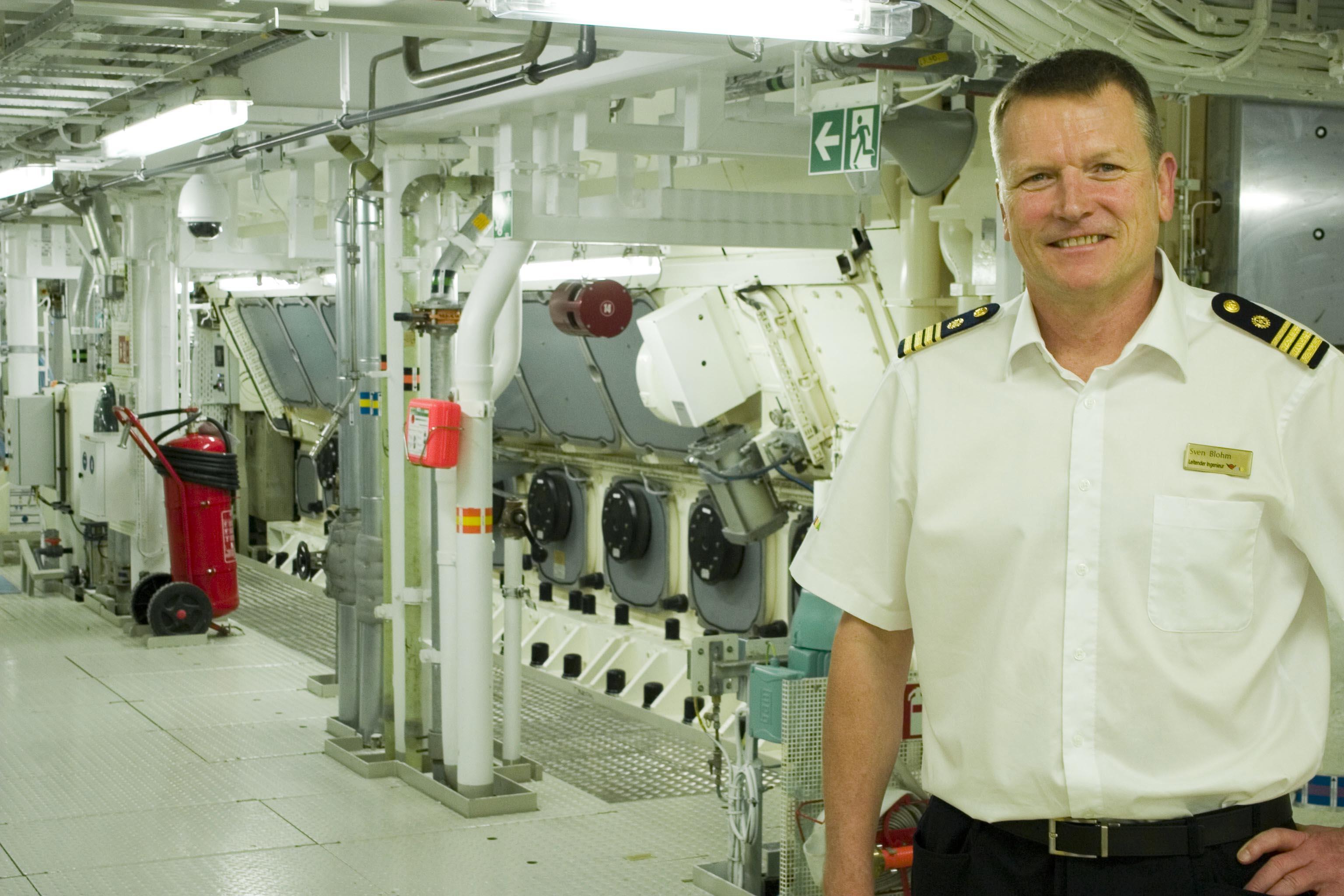 Chefingenieur Sven Blohm im Maschinenraum der AidaNova
