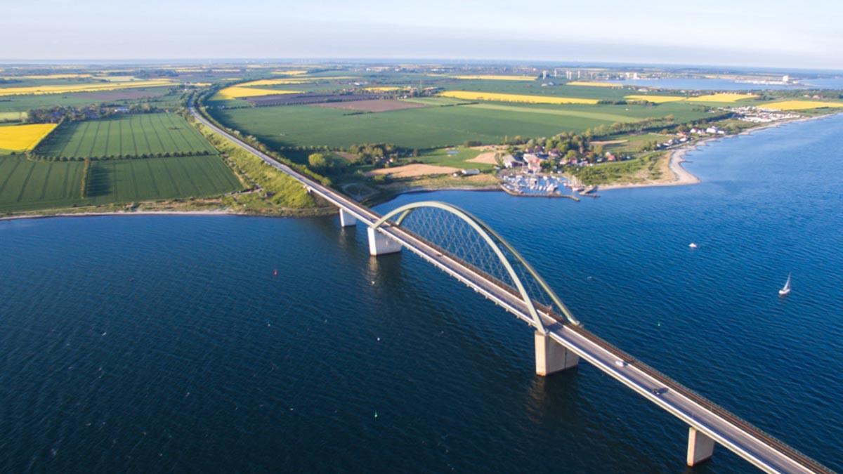 Fehmarnsundbrücke mit Yachthafen Fehmarnsund © Michael Majewski / Tourismus Service Fehmarn