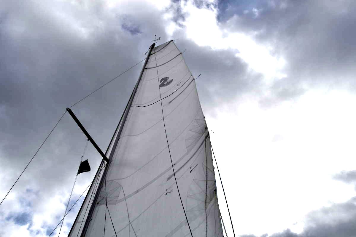 Bei wenig Wind erreicht die Oceanis 30.1 bereits sechs Knoten