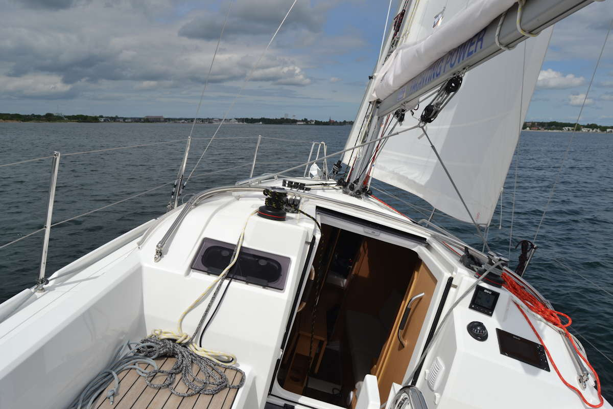 Der Bügel für die Strayhood der Oceanis 30.1 © Werft