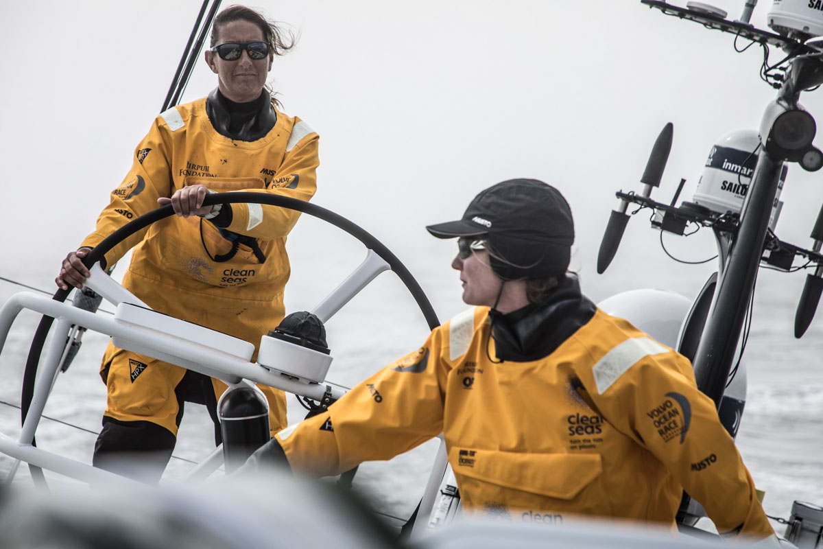 Dee Caffari auf Boot