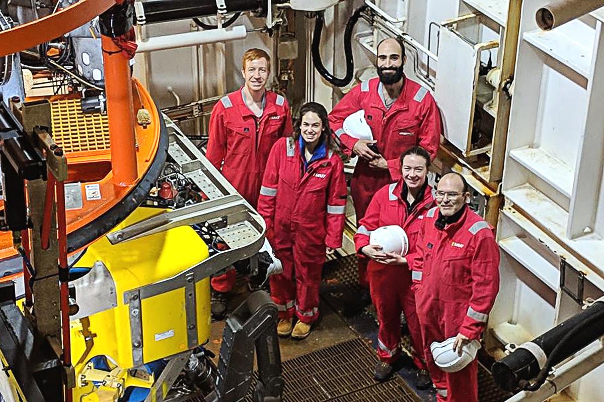Studenten aus Southampton und Stockholm nach der Tiefsee-Untersuchung.