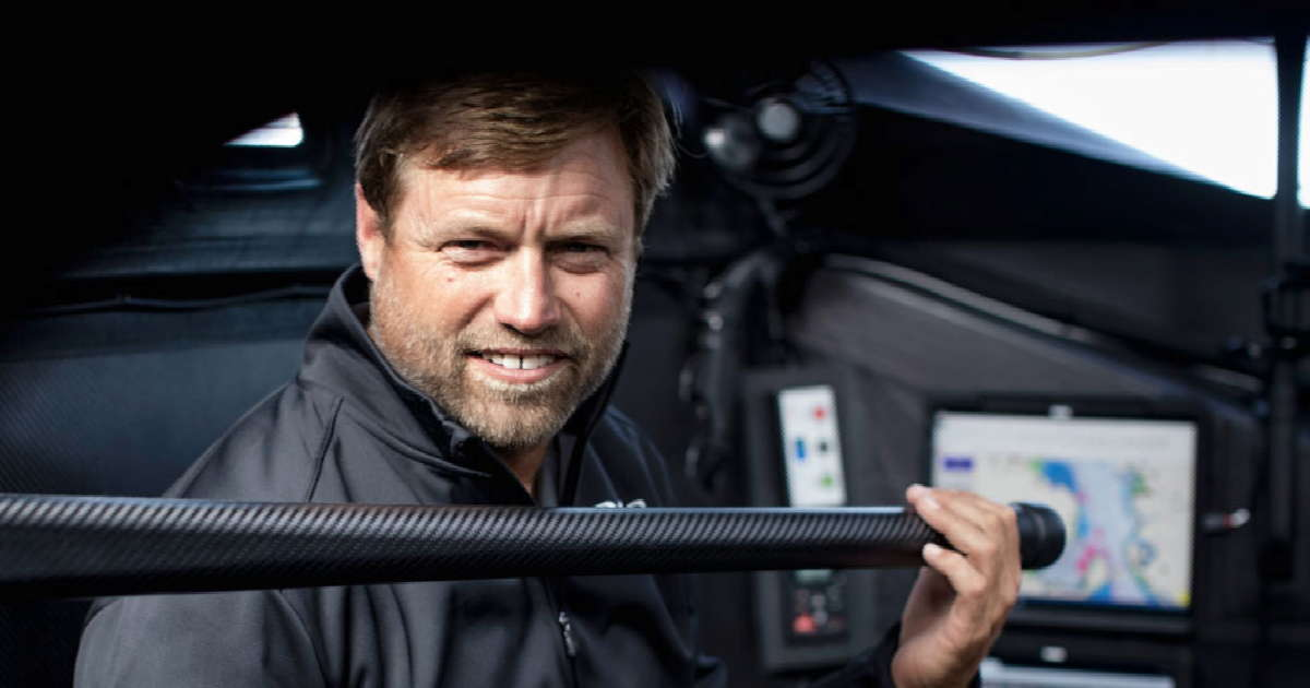 Alex Thomson hat eine Panne auf dem Südtlantik und muss seine Yacht reparieren © Hugo Boss