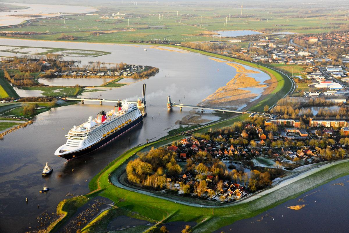Besonders eng wird es für die Schiffe an den Brücken