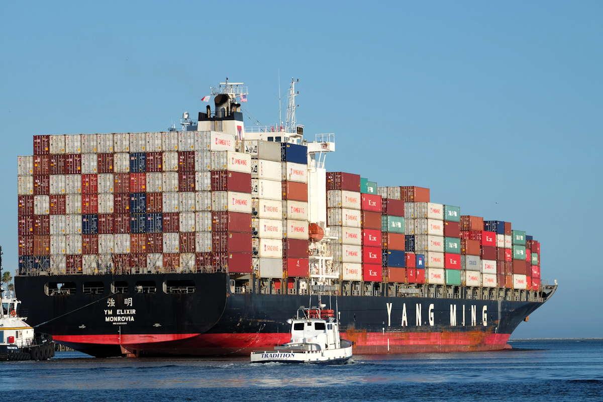 Containerschiff aus China