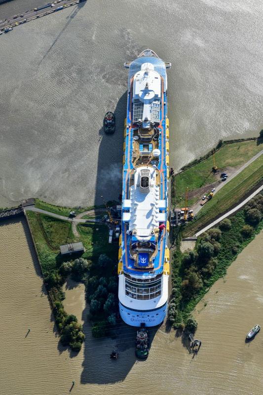 Eng: Passage der Dockschleuse
