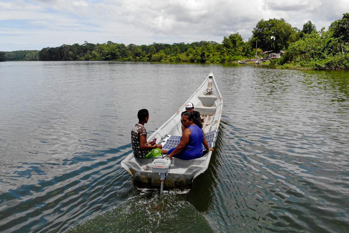 Harte Arbeit für kargen Lohn: Kolumbianische Muschelfischerinnen sind nicht zu beneiden. Doch Elektromotoren von Torqeedo haben ihre Erträge signifikant gesteigert