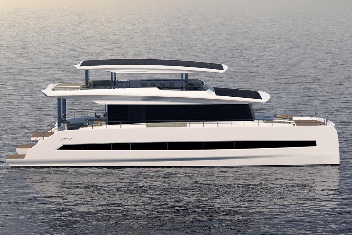 Die Solar-Yacht Silent 80R hat 35 cm mehr Stehhöhe