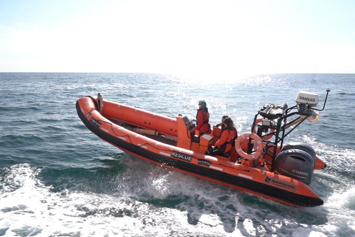 Der Zweimaster Astral der NGO Open Arms rettet Migranten im Mittelmeer