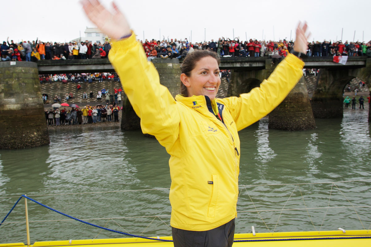 Dee Caffari beim Start der Vendée Globe 2008