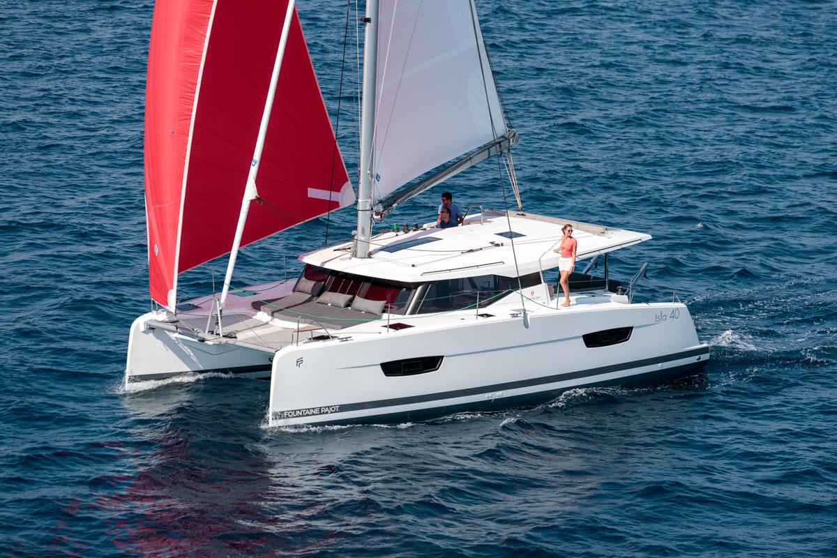 Isla 40 sailing