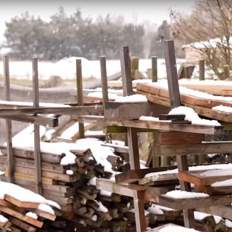 Schnee auf den Planken für die Tally Ho