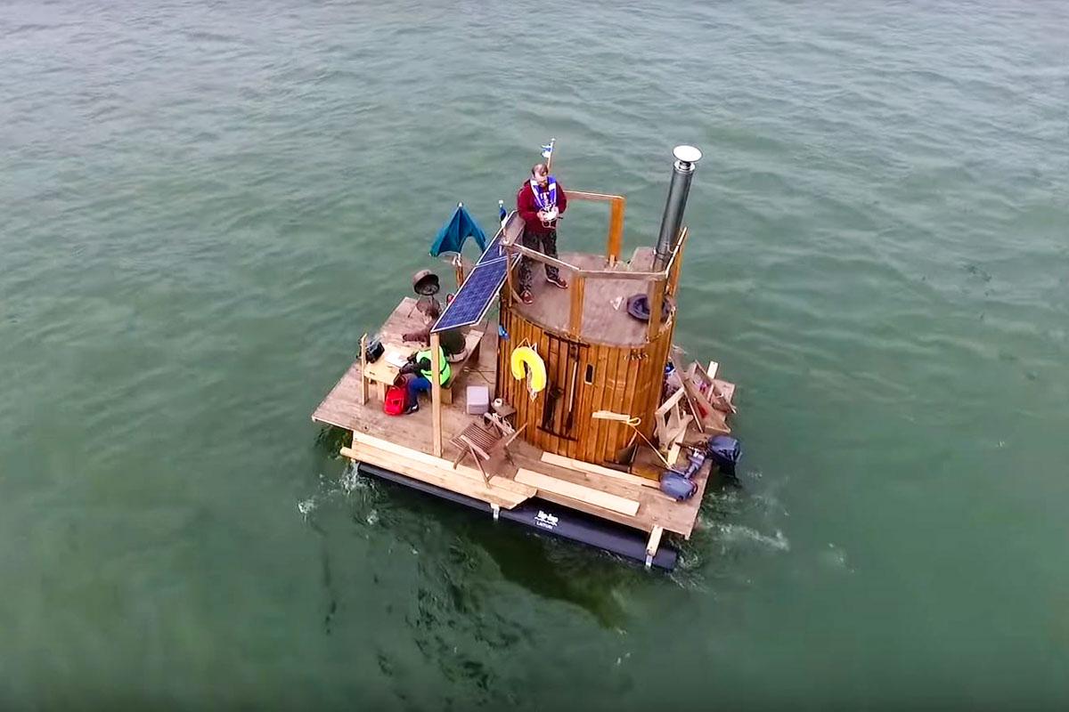 Janne auf Sauna-Boot
