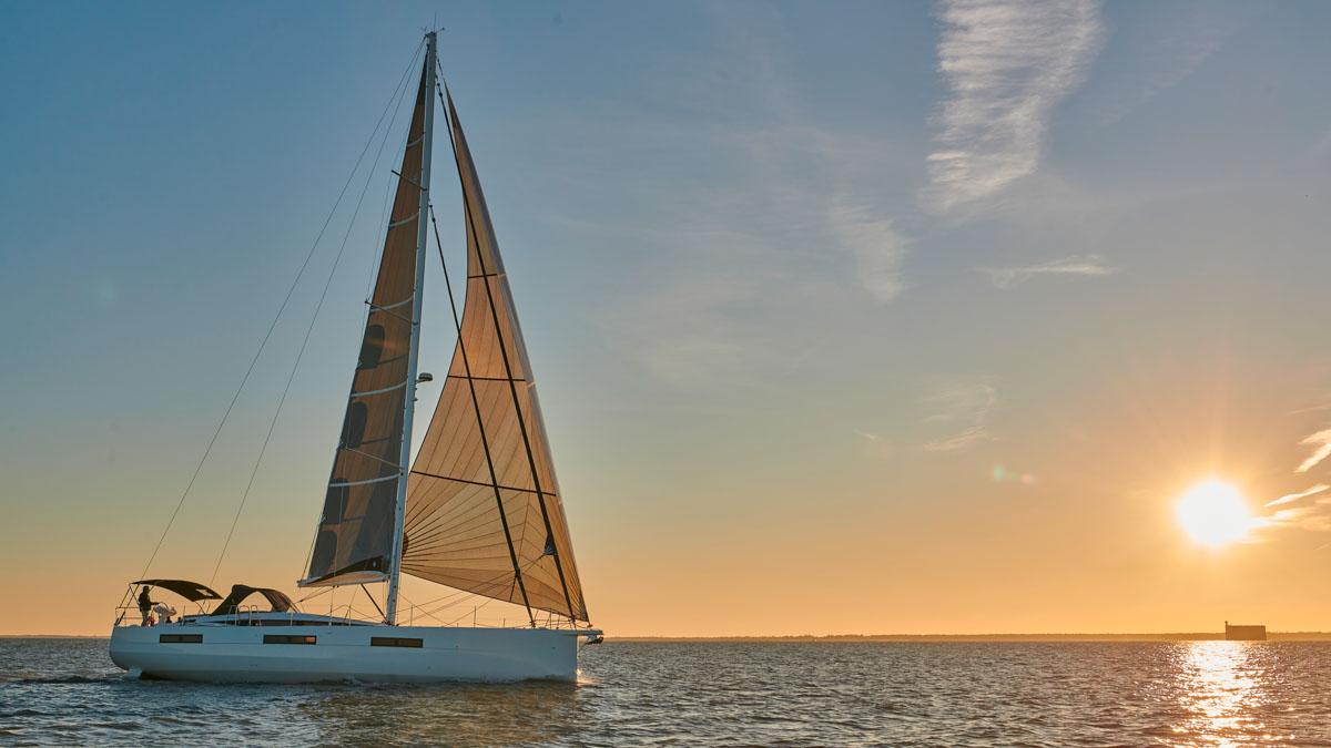 Die neue Jeanneau Yachts 60 bietet das, woran es auf See generell mangelt: Platz © J. J. Bernier