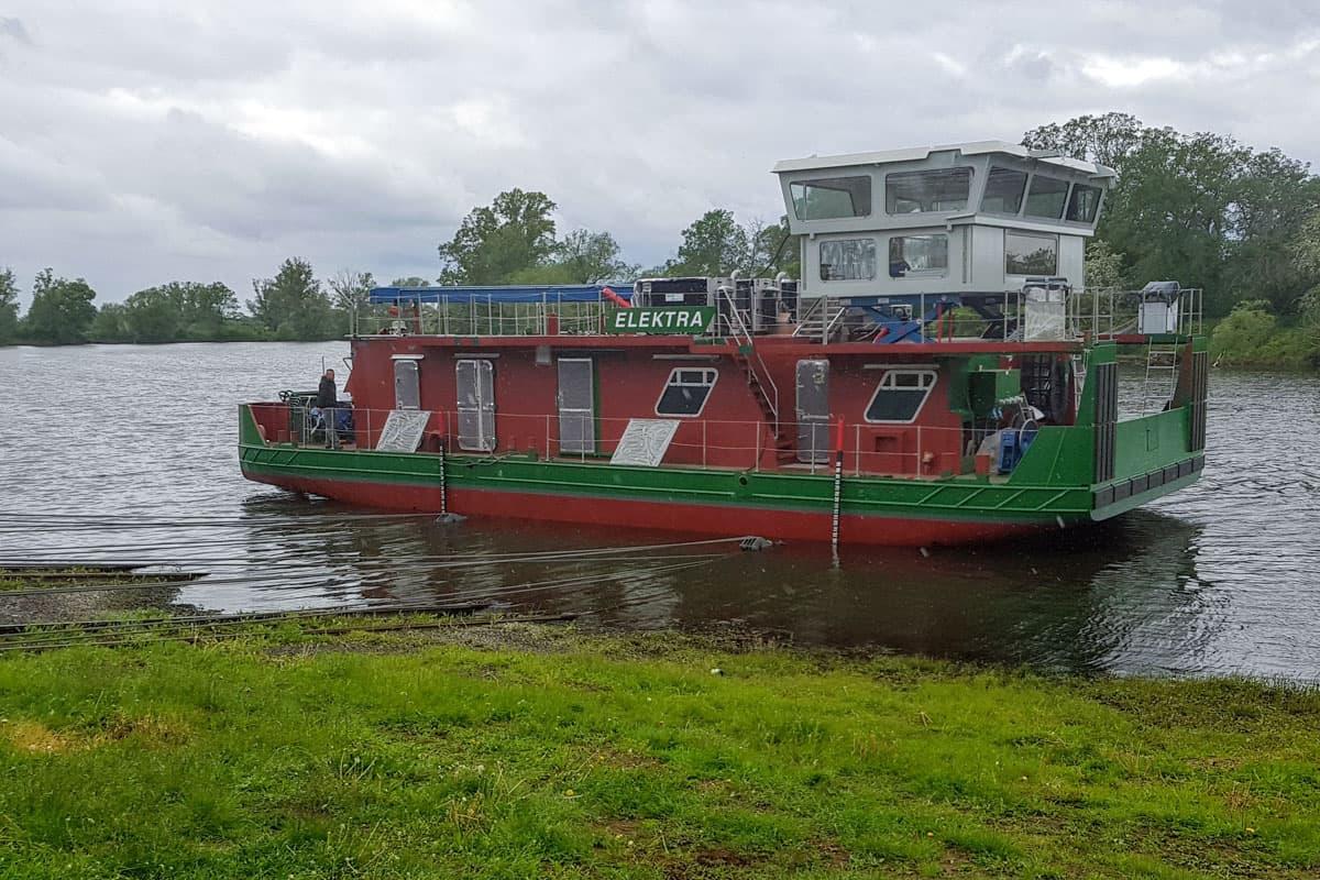 Wasserstoff Schubschiff Elektra beim Stapellauf
