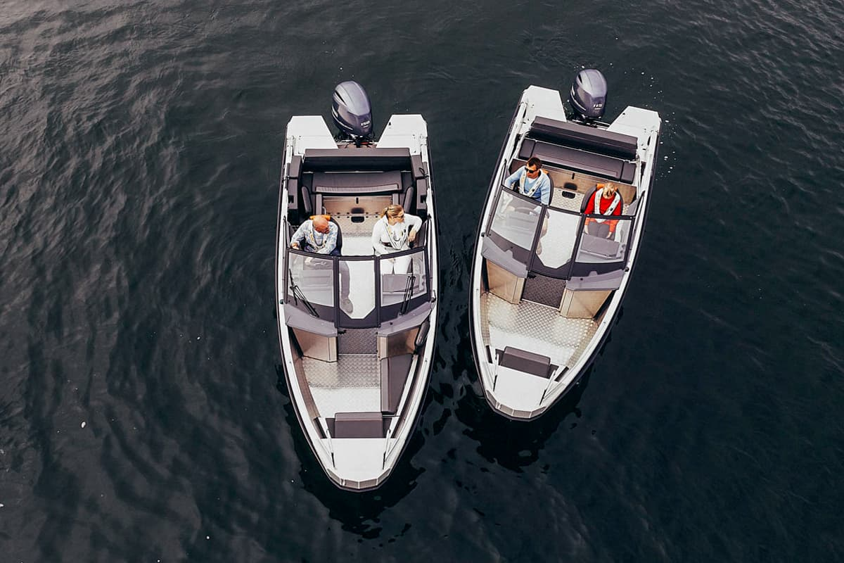 Beide Boote liegen nebeneinander