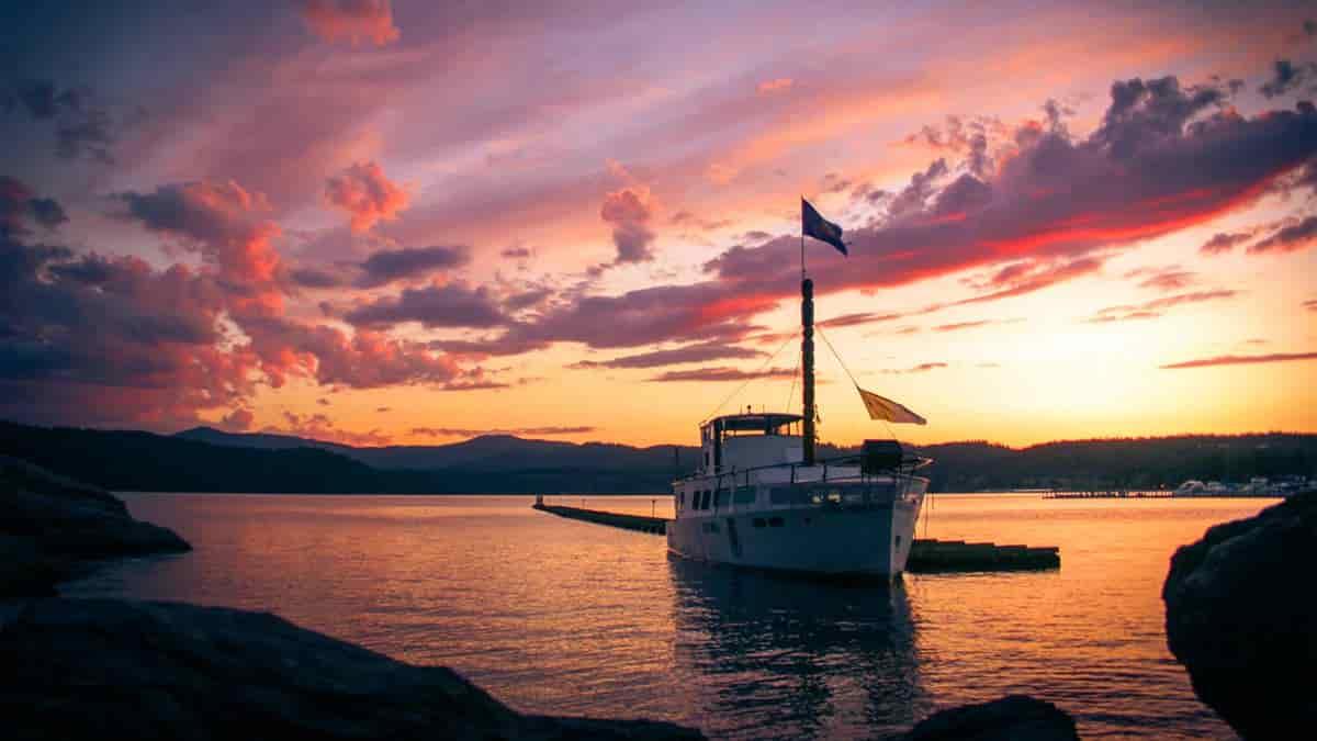 Hausboot auf Binnenrevier © Timothy Eberly