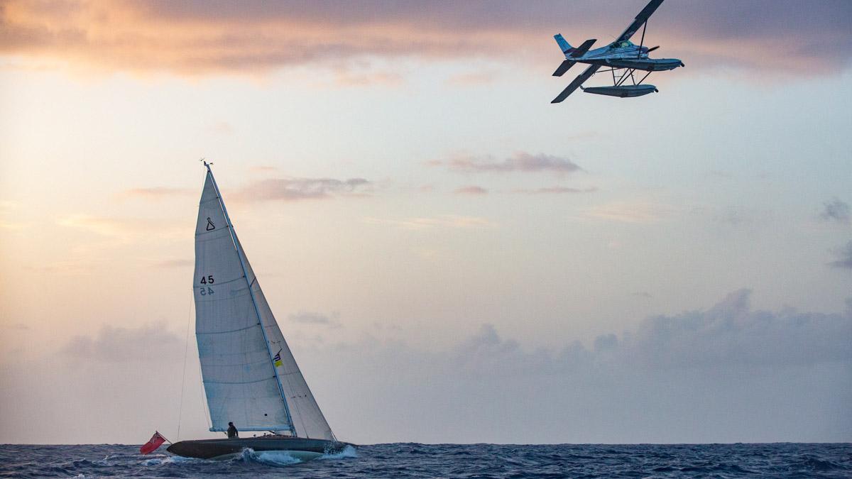 James Bond segelt eine Spirit 46