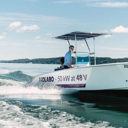 Bei der Testfahrt beschleunigte der Molabo-Motor das sieben Meter lange Boot bis auf 28 Knoten © Molabo